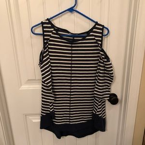 NWOT MEDIUM NAVY AND WHITE UMGEE OPEN SHOULDER TOP